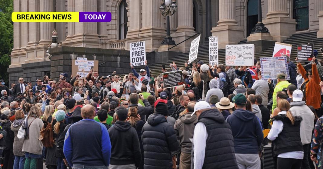People protesting lockdown