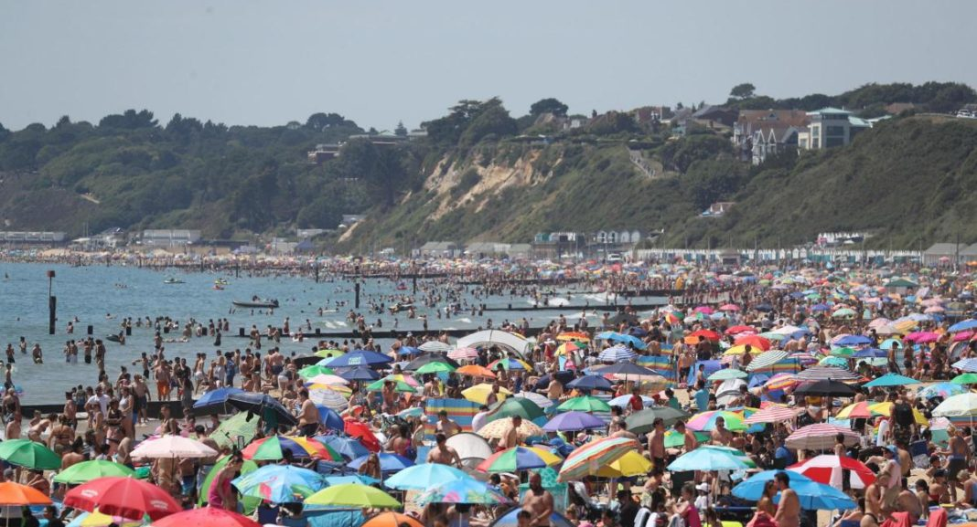 Major incident in Bournemouth as thousands of people flock to beaches