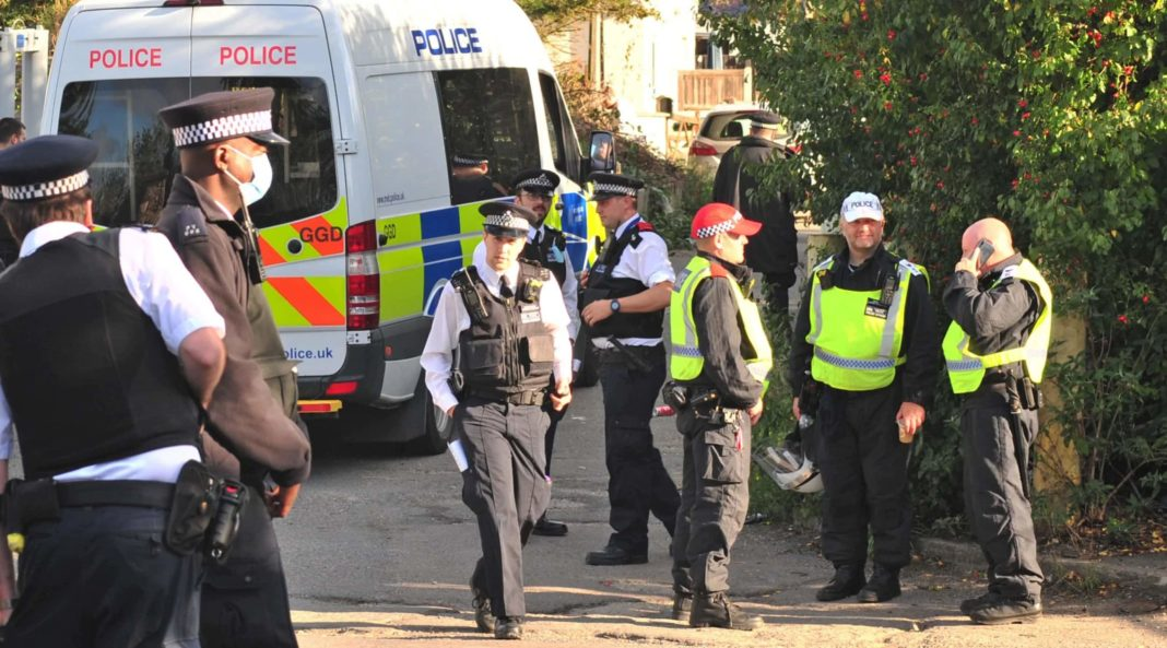 Armed police raid travellers' site suspected of supplying guns to gangs