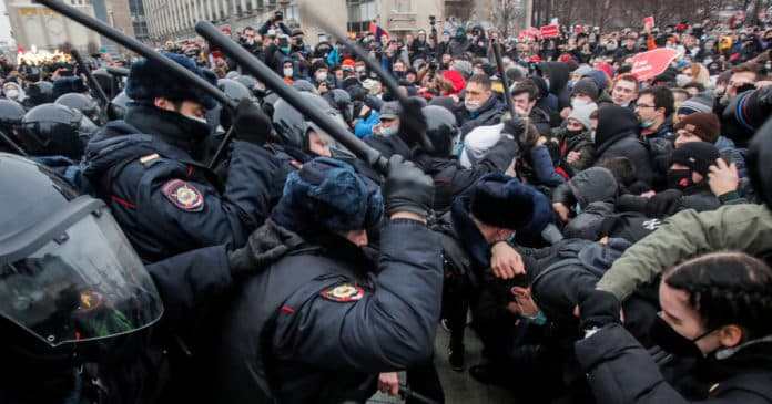 Russia accuses US of meddling as thousands arrested at Navalny protests