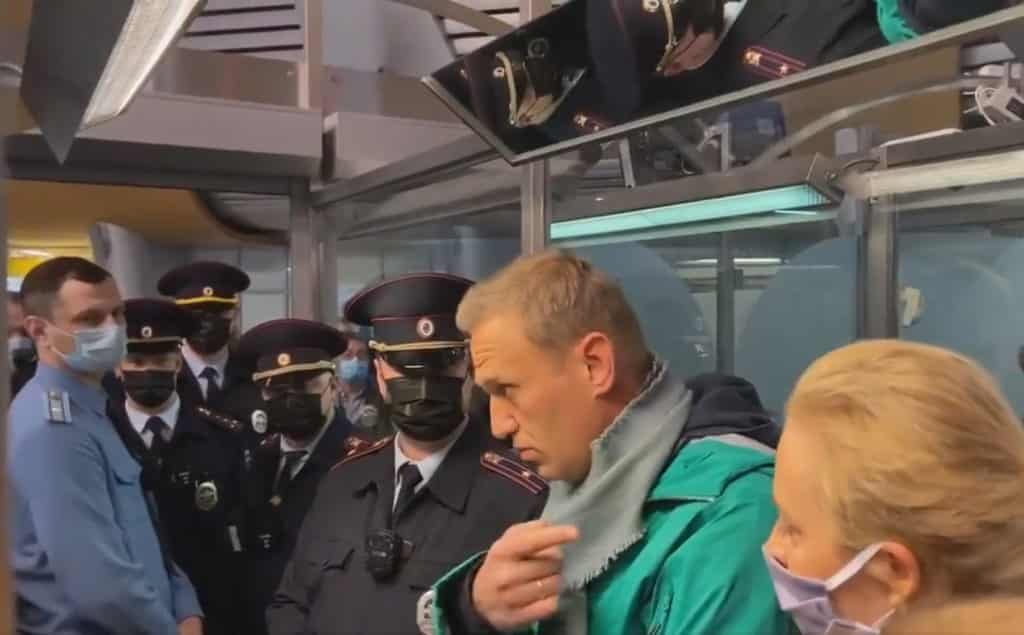 Poisoned Putin opposition arrested after arriving in Moscow