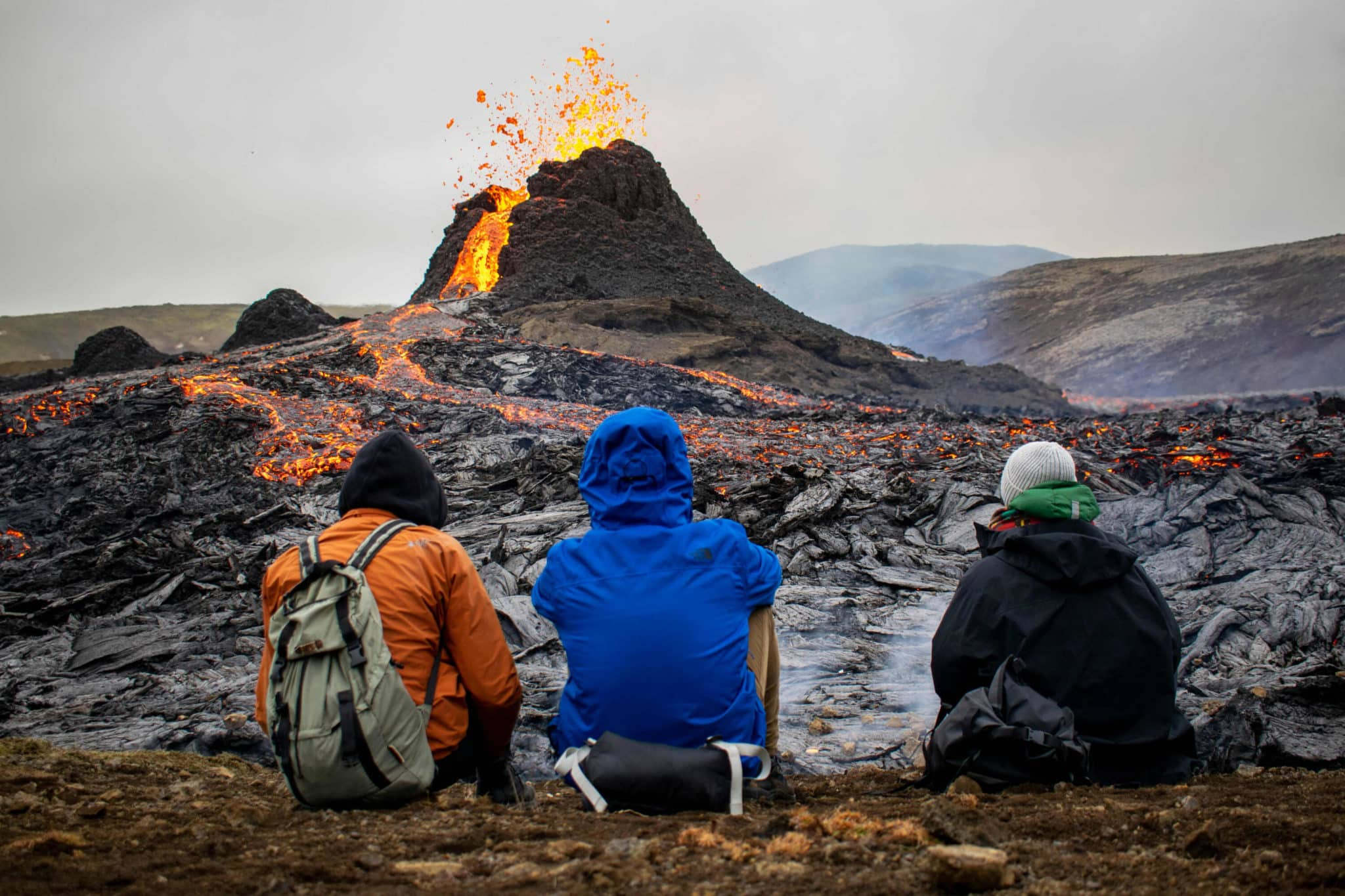 Thousands flock to spectacular volcanic eruption in Iceland