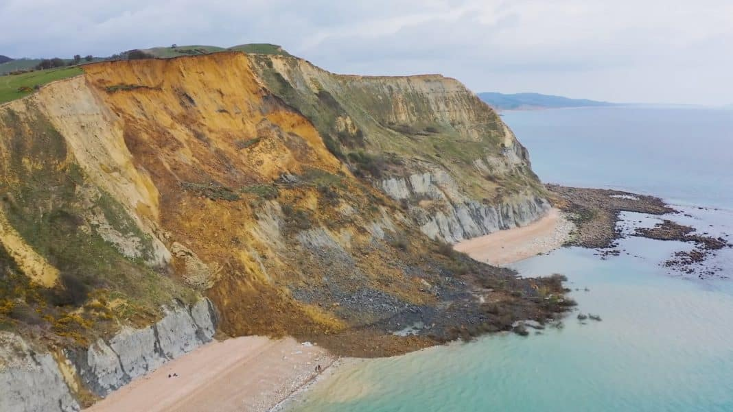 Dorset cliff collapses in biggest UK rockfall for 60 years