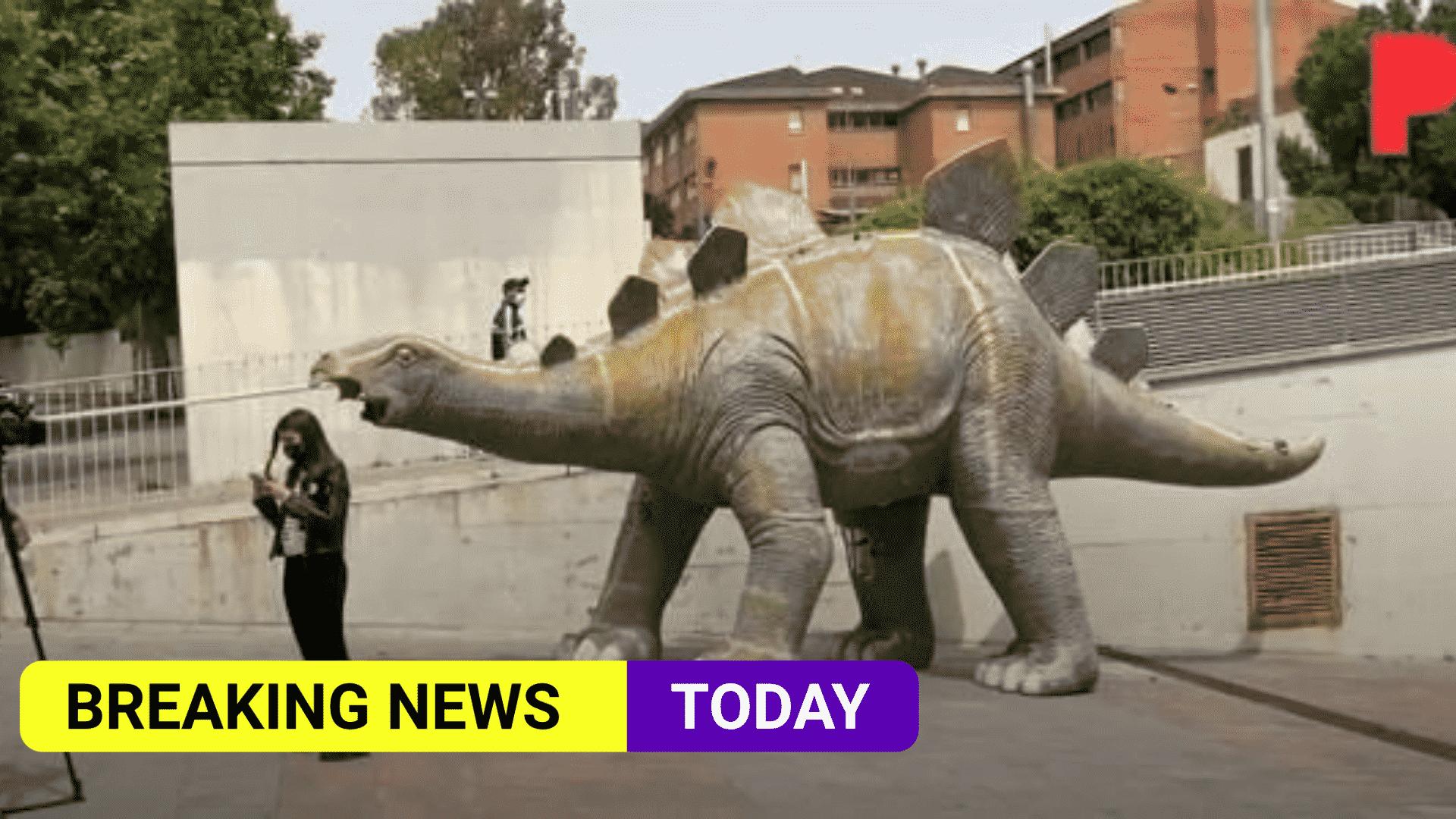 dinosaur-statue.png